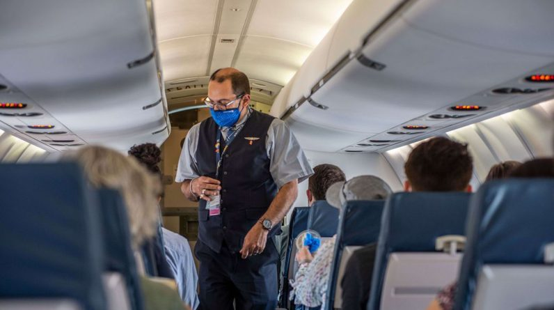 Quelque 99 % des employés d'United Airlines qui n'avaient pas demandé d'exemption pour raisons médicales ou religieuses se sont fait vacciner.
