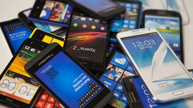 Older smartphones and why?  Differences between iPhone and Android