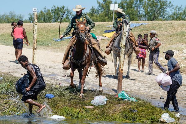 Haitians return to US border