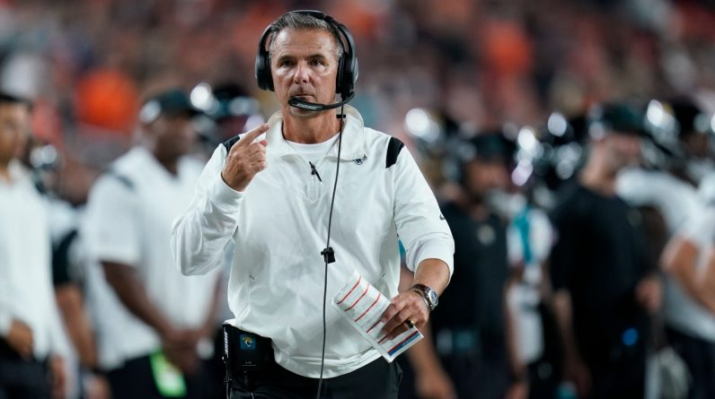 """NFL: Jaguars coach Urban Meyer has apologized for being """"stupid"""""""