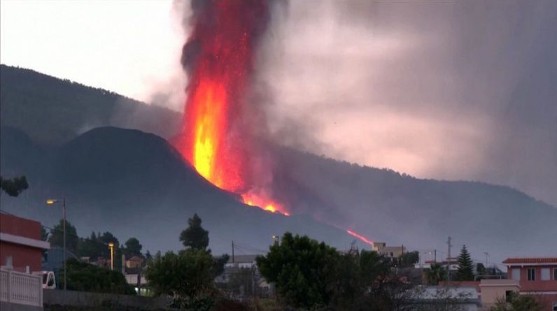 The volcano in La Palma is eaten by a hot spot.  He is looking for a way out, experts say
