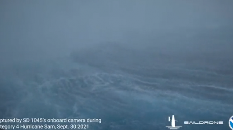 World premiere, a floating robot filmed in a hurricane hell